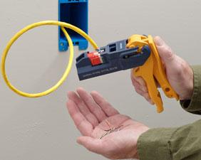 Corte o fio para a terminação sólida.