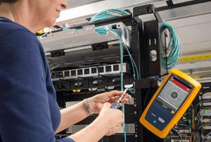 Inspección de terminaciones de fibra con el FI-7000 FiberInspector Pro de Fluke Networks