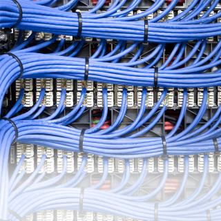 Sepa cómo funciona el cable con Versiv